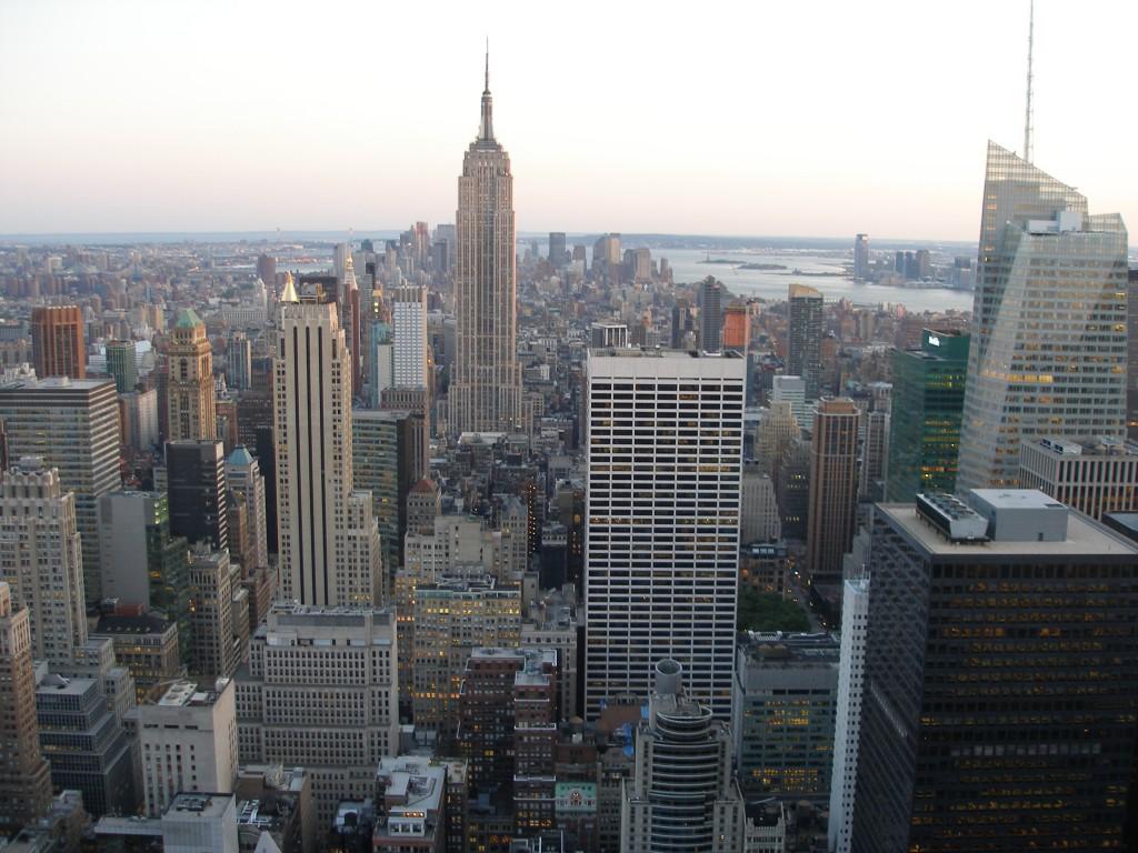 Uitzicht op het Empire State Building vanaf het Rockefeller Center in New York