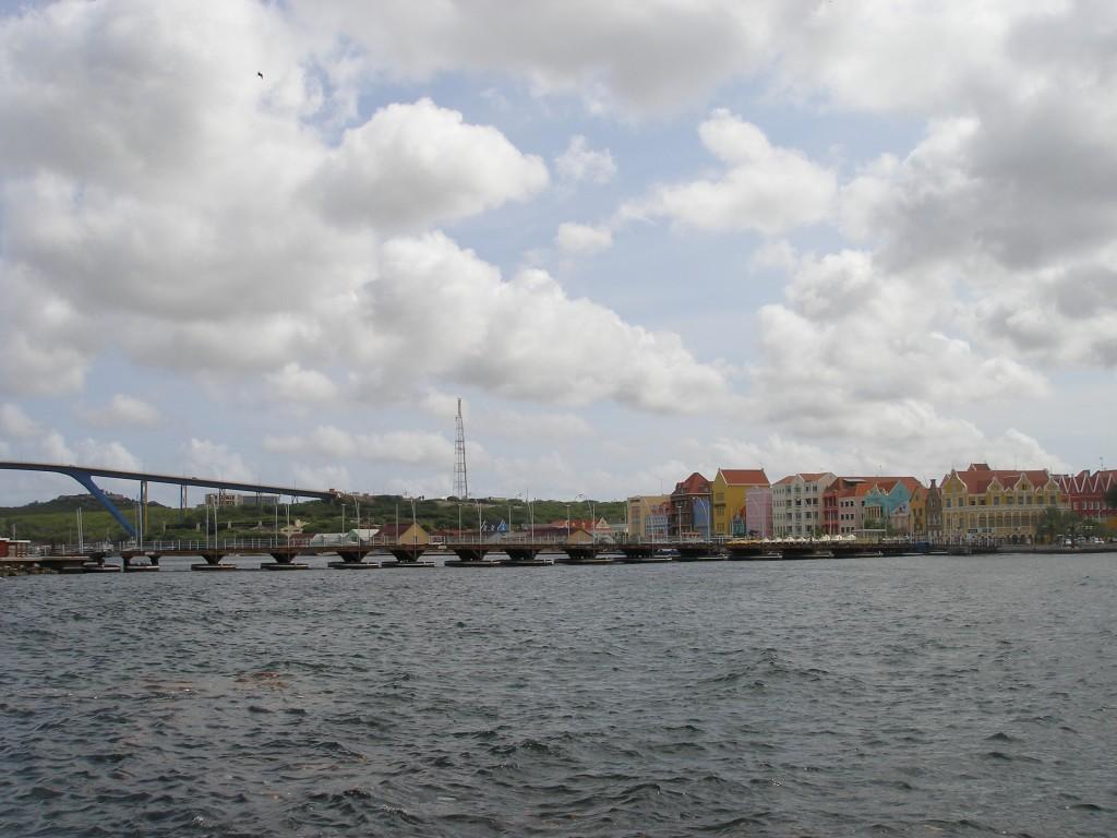 Koningin Emmabrug in Willemstad, Curaçao