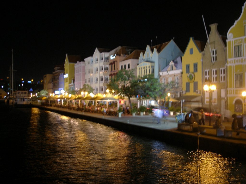 Willemstad 's avonds, Curaçao