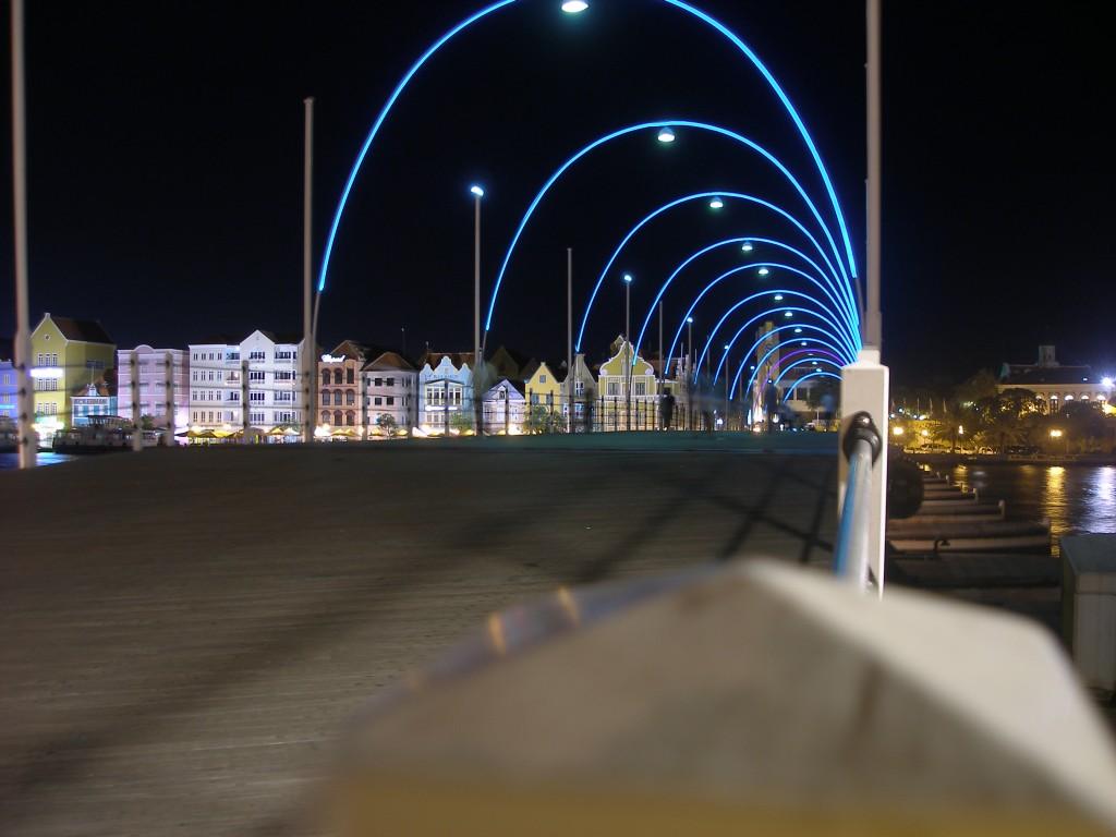 Koningin Emmabrug 's avonds, Curaçao
